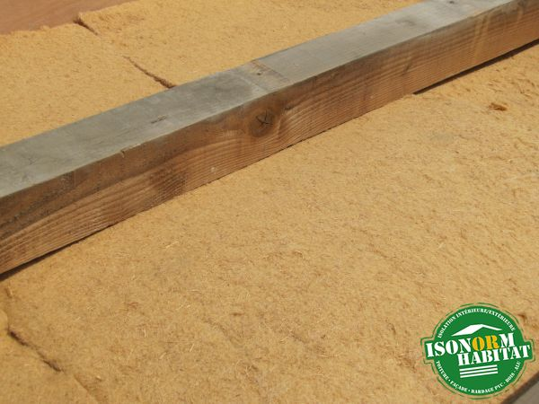 Mise en oeuvre de fibre de bois entre la plaque de plâtre et le chevron