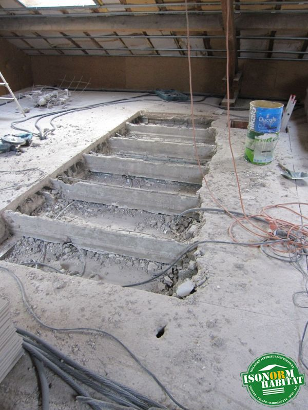 Ouverture dans la dalle béton pour mise en place d'un escalier