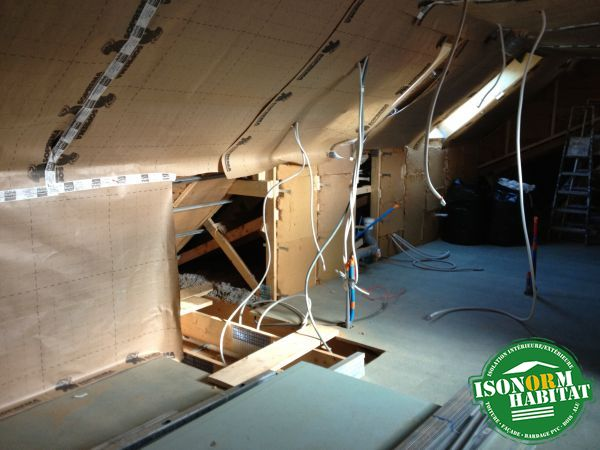 Isolation des paroies verticales et rampantes en fibre de bois semi-rigide et pose d'un pare-vapeur